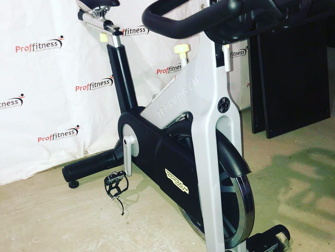 Профессиональный велотренажер Technogym Group Cycle Spin Bike With Console